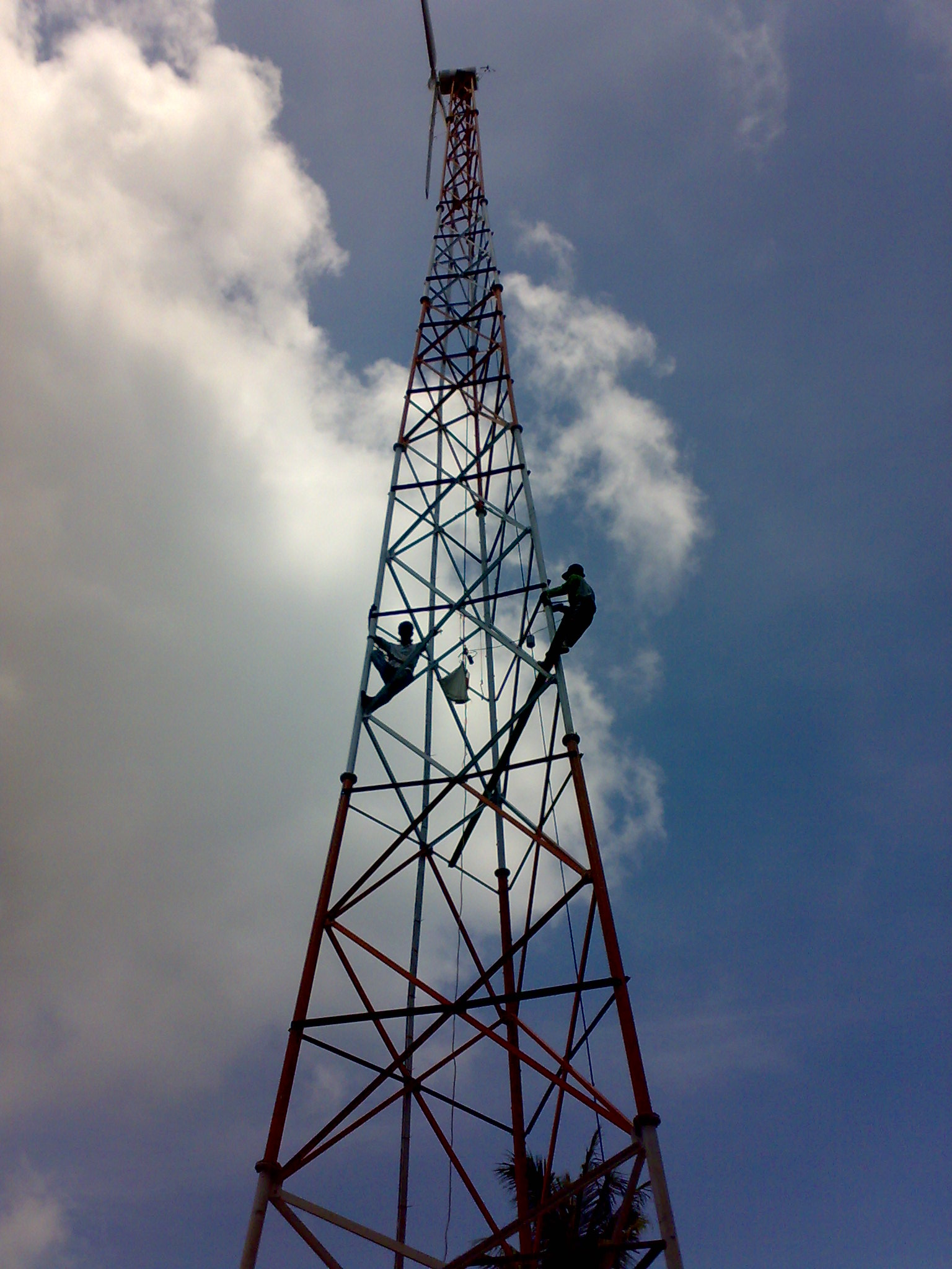 Tower SST 30m Galvanis Type Triangle Slim Pipa 2″